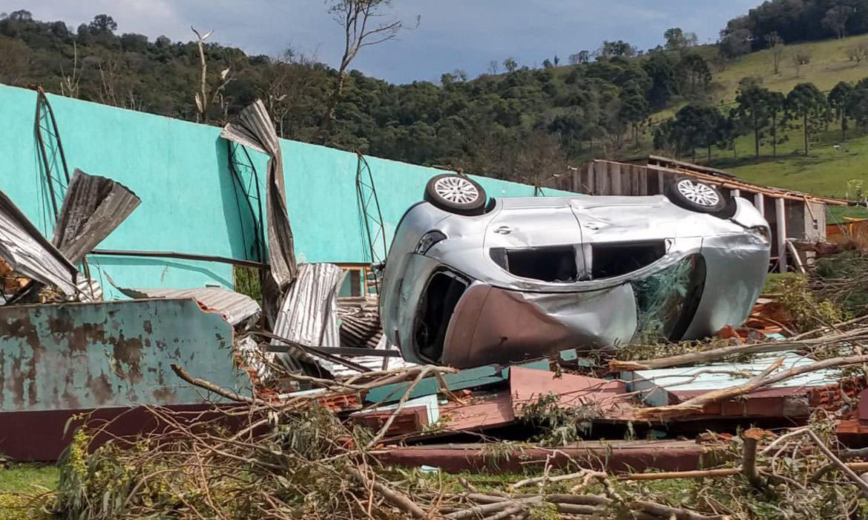 Água Doce-SC. Estragos causados pelo tornado Foto: Flavio Junior/ Defesa Civil/via Fotos Públicas.
