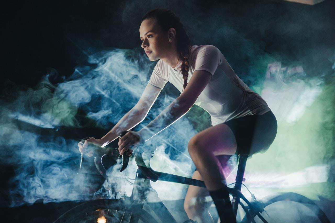 Imagem meramente ilustrativa de praticante de esporte - ciclismo. Foto: Munbaik Cycling Clothing no Pexels.